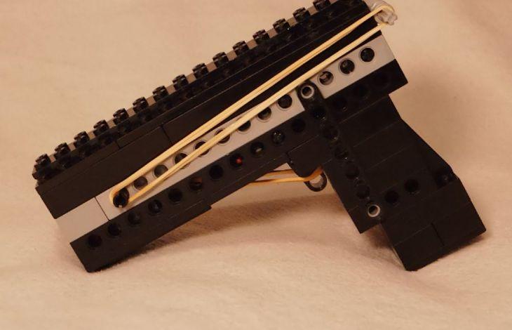 eine pistole aus lego und gummib ndern bauen. Black Bedroom Furniture Sets. Home Design Ideas