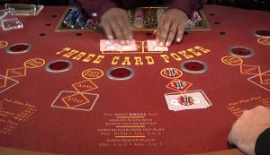 Three Card Poker spielen